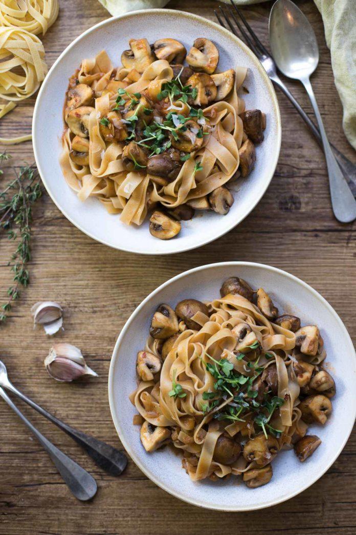 Pasta mit Pilzen und Thymian (Nudel-Pilz-Pfanne Rezept)
