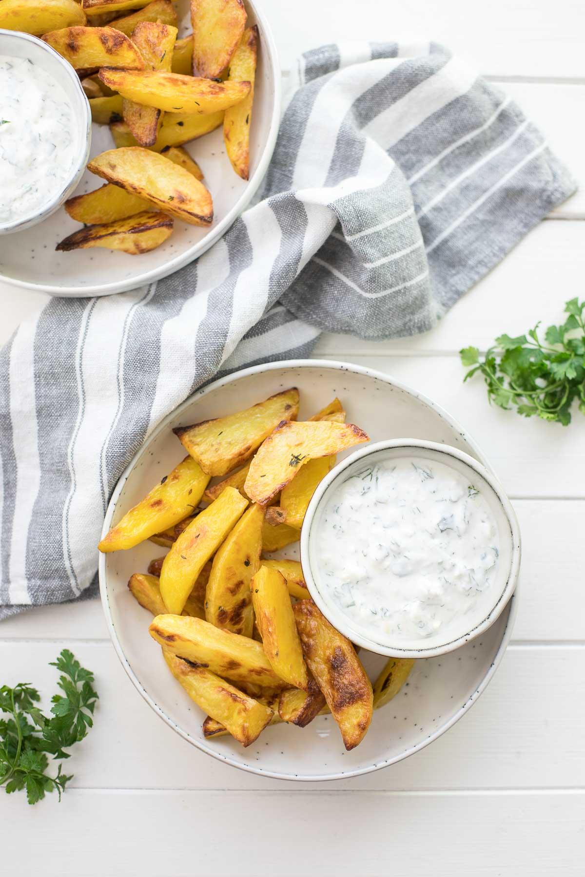 Knusprige Ofenkartoffeln mit Joghurt-Feta-Dip Rezept