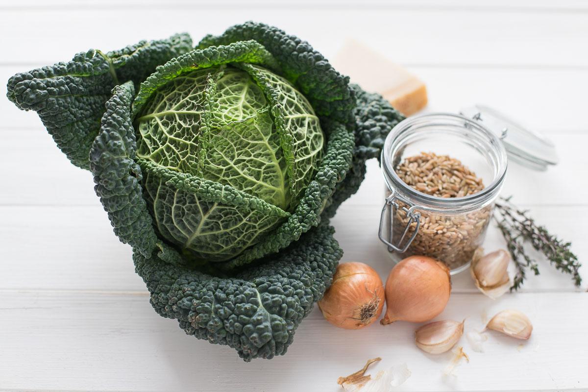 Zutaten für Wirsing-Suppe mit Grünkern