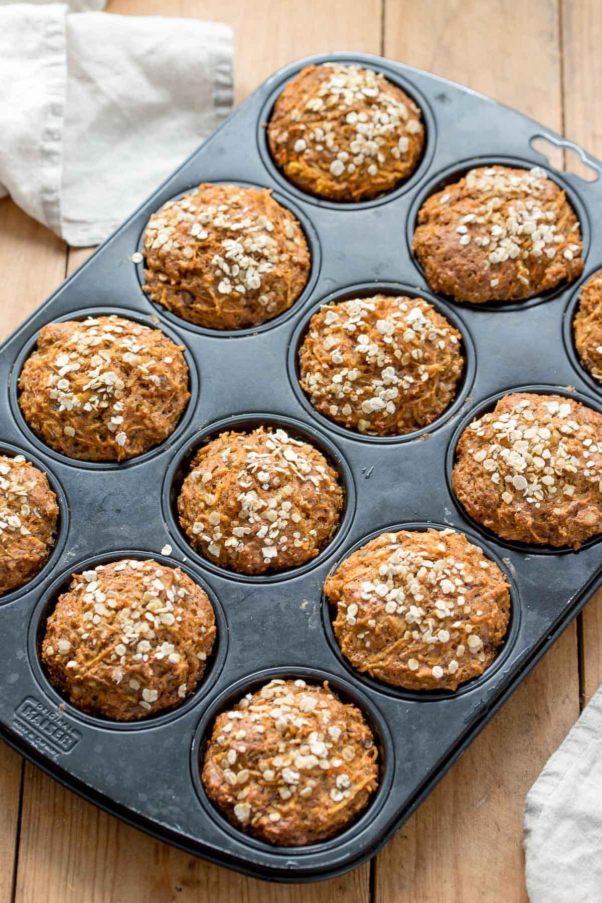 Frühstücks-Muffins mit Apfel, Karotten, Dinkel