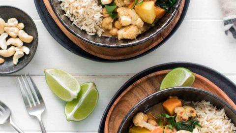 Indisches Korma Curry mit Kokosmilch und Kichererbsen