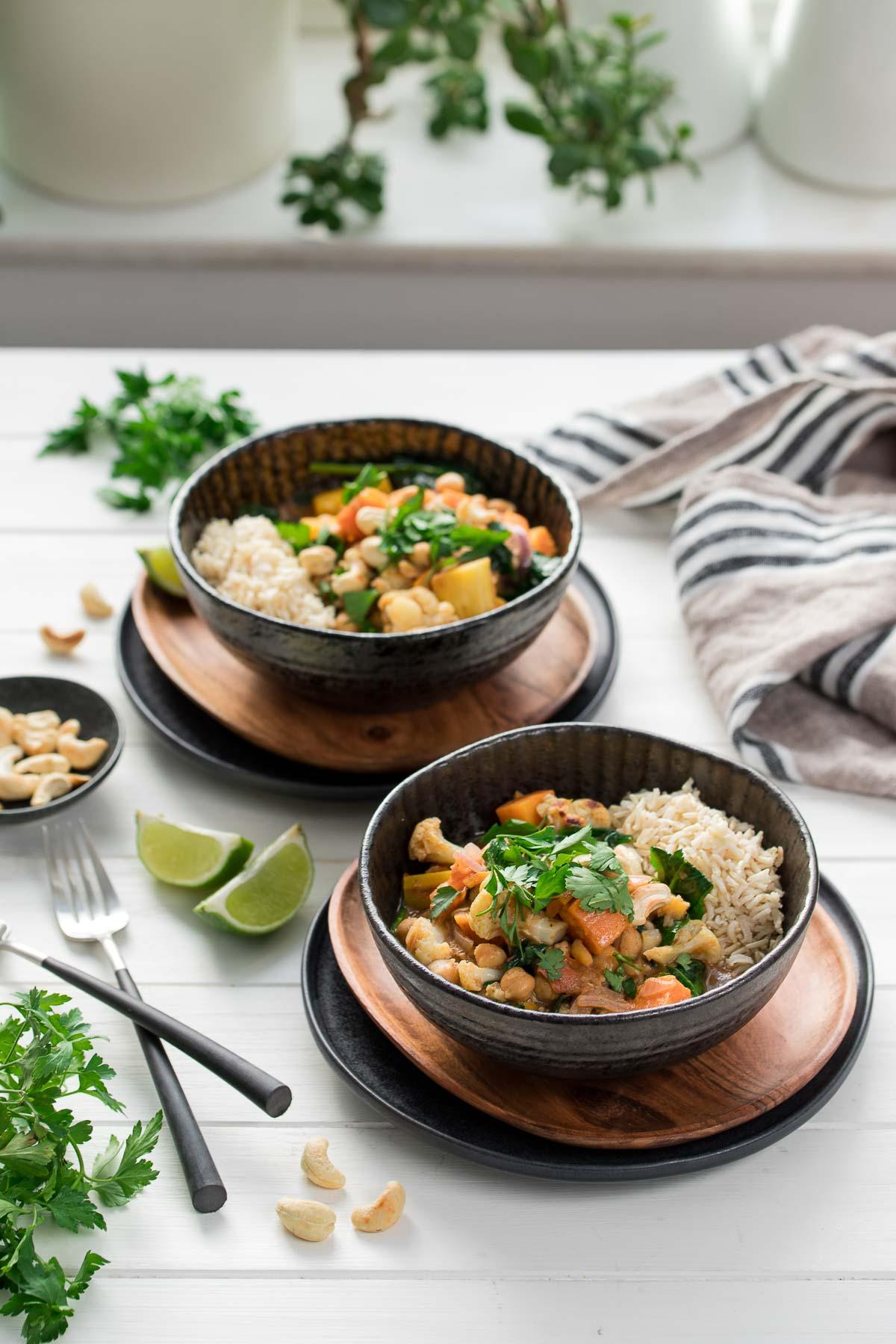 Kokosmilch Korma Curry mit Kichererbsen & geröstetem Gemüse, vegetarisch Rezept