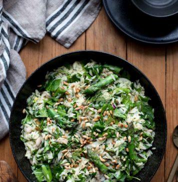 Orzo-Salat mit Spargel, Rezept für Reis-Nudeln (Risoni, Kritharaki), Kräuter, Fenchel, Parmesan, Spinat, Zitrone