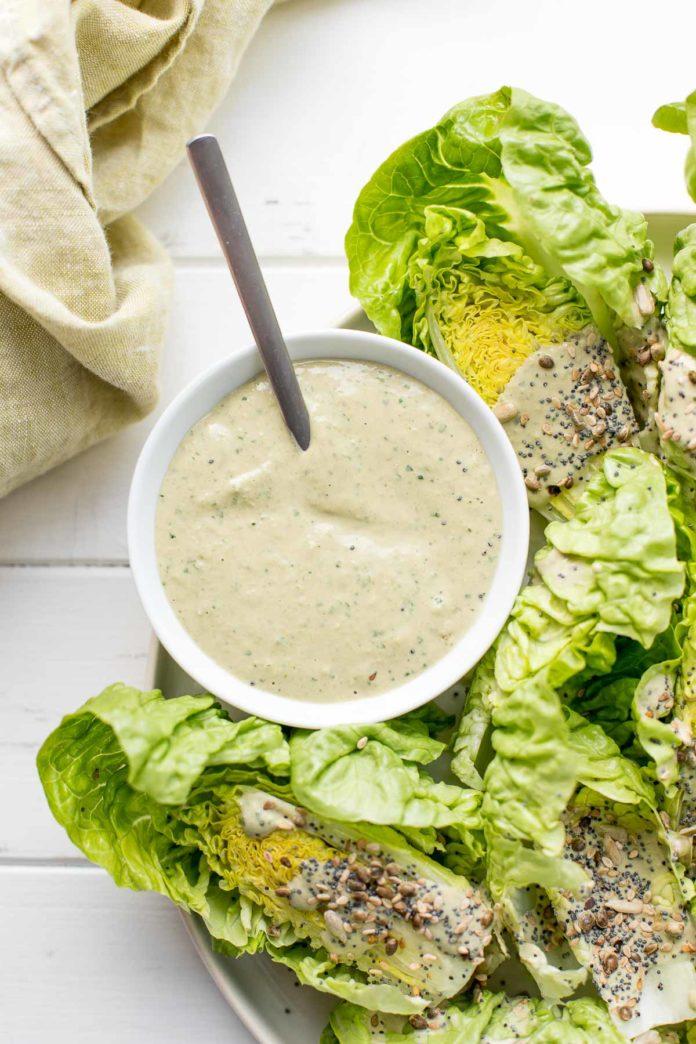 Tahini-Dressing Rezept - Das vielseitige Salat-Dressing
