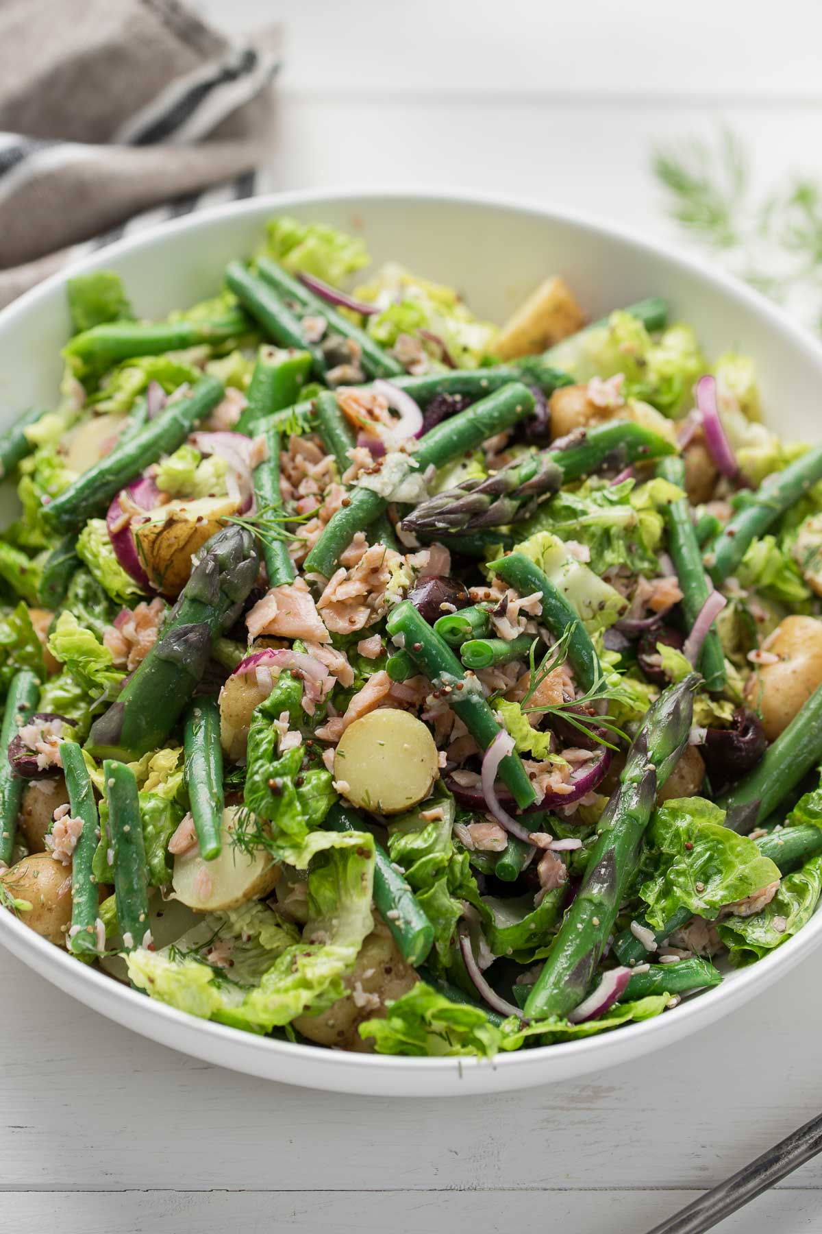 Nizza-Salat (Salade Niçoise) mit Räucherlachs