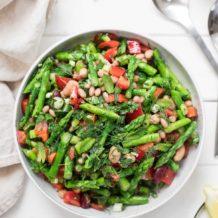 Spargelsalat mit gemischten Bohnen, Paprika, Zitrone und Kräutern Rezept