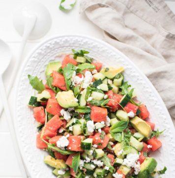 Wassermelonensalat mit Feta, Gurke, Rucola, Minze & Avocado