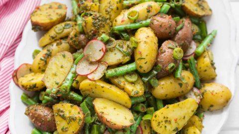 Chimichurri Kartoffelsalat mit grünen Bohnen | Rezept | Elle Republic