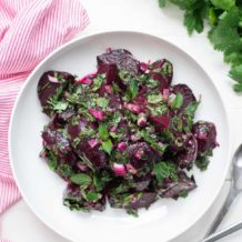 Einfacher Rote Bete Salat mit frischen Kräutern