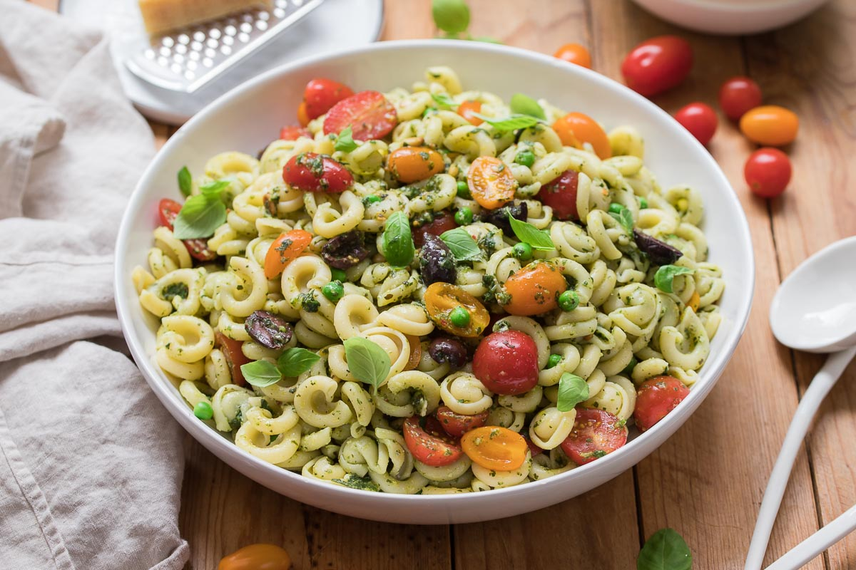 Pesto-Nudelsalat mit Erbsen und Tomaten Rezept