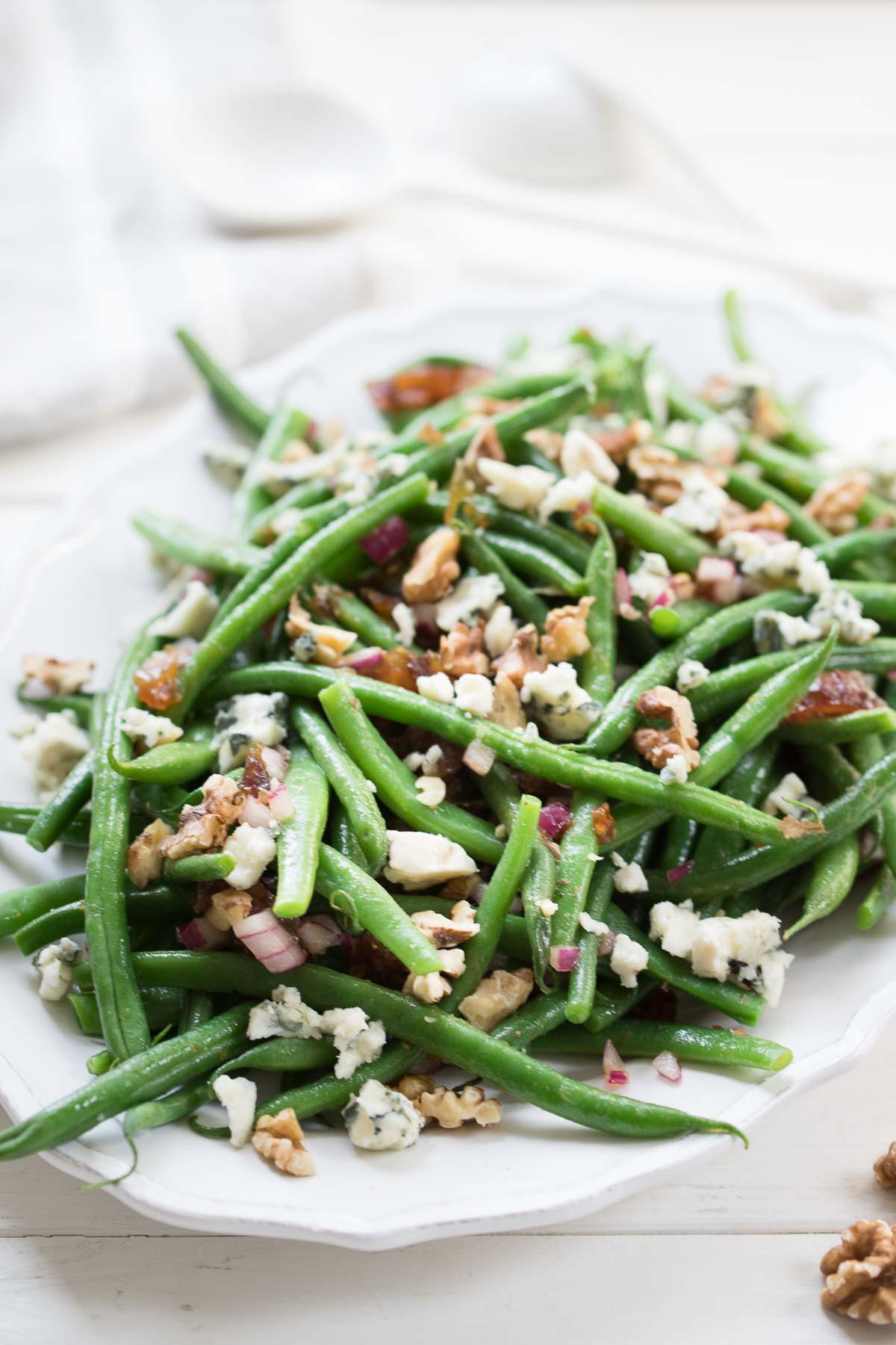 Grüne Bohnen-Salat mit Walnüssen, Datteln und Roquefort Rezept