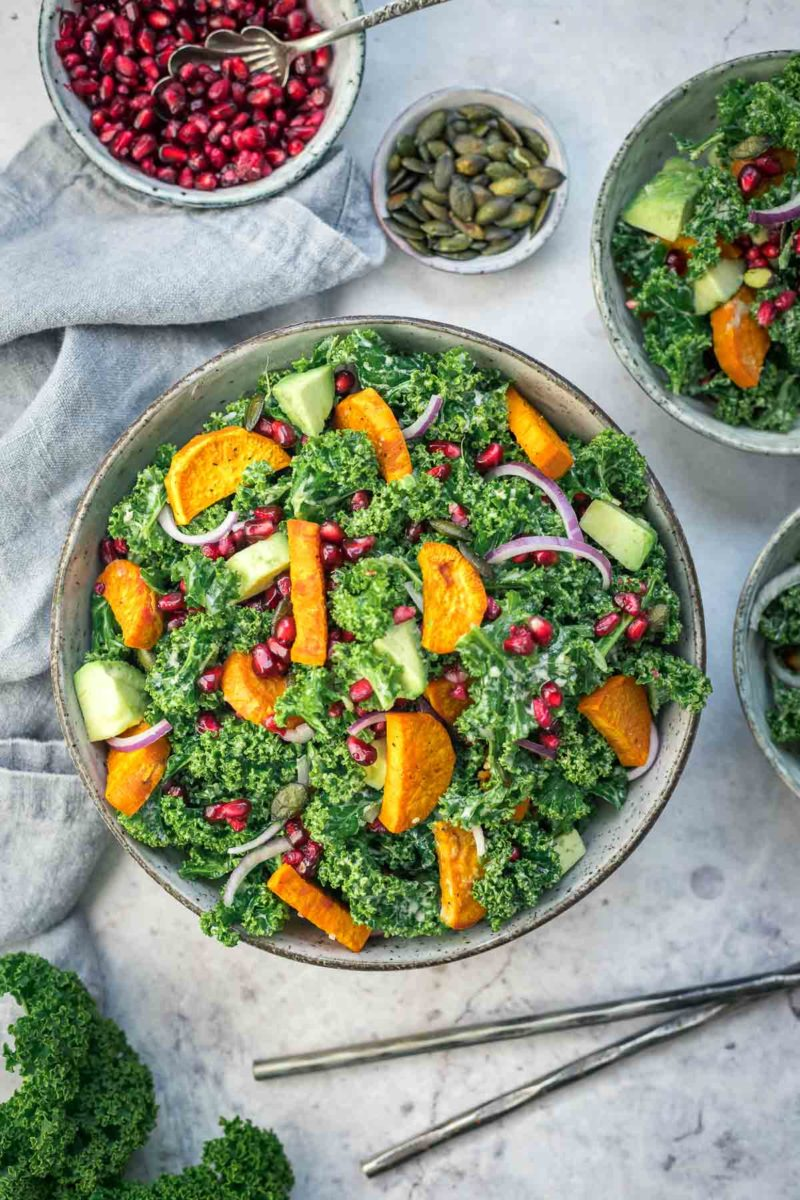 Grünkohl-Salat mit Süßkartoffeln und Tahini Dressing Rezept