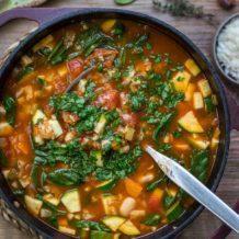 Minestrone Gemüsesuppe mit Reis und weißen Bohnen Rezept