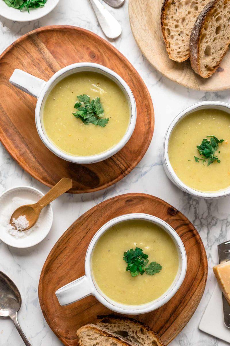 Einfache Kartoffelsuppe mit Pastinaken und Lauch, vegetarische Rezept
