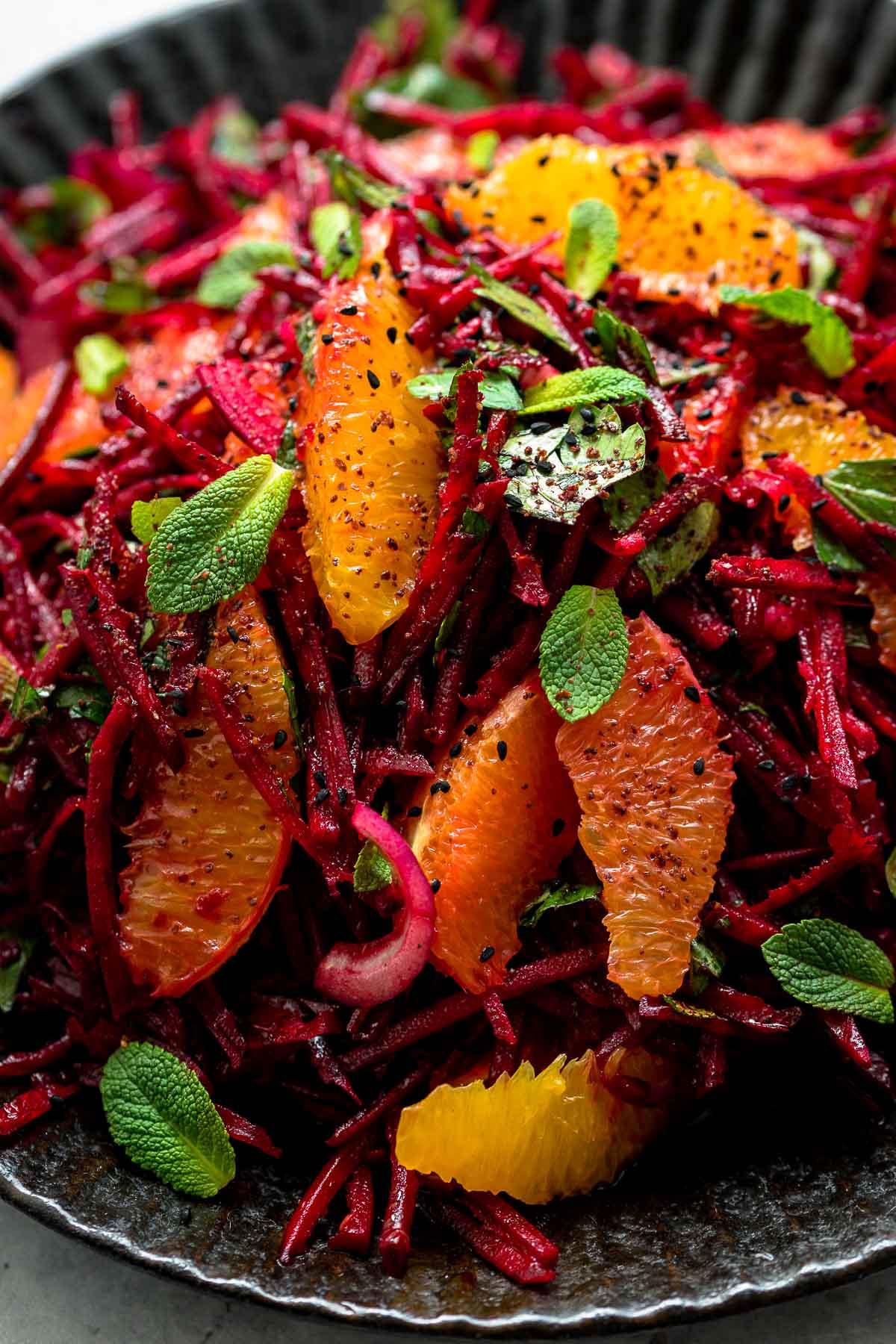 Rote Bete Rohkost Salat mit Orangen, Minze, Petersilie, rote Zwiebeln Rezept