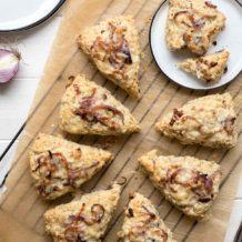 Scones mit Cheddar-Käse und rote Zwiebeln, Herzhaftes Rezept