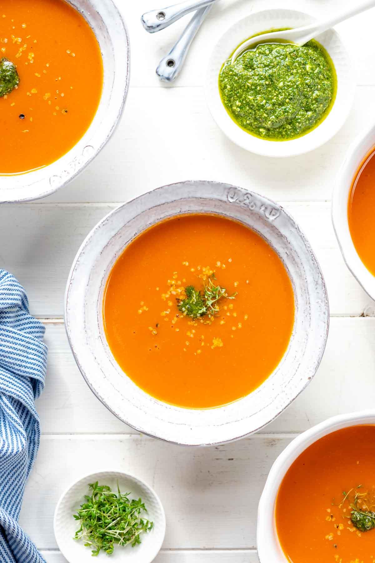 Die beste Tomatensuppe - leicht cremig, fruchtig und einfach zu machen