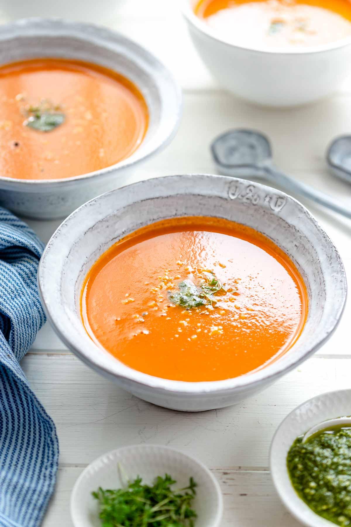 Frische Tomatensuppe - leicht cremig, fruchtig und einfach zu machen