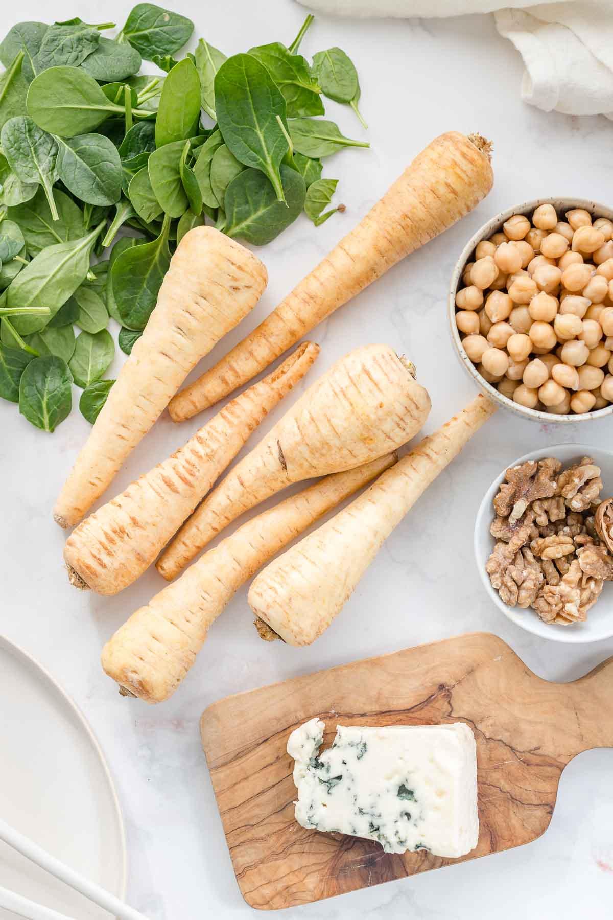 Zutaten: Pastinaken, Kichererbsen, Spinat, Walnüsse, Roquefort Käse