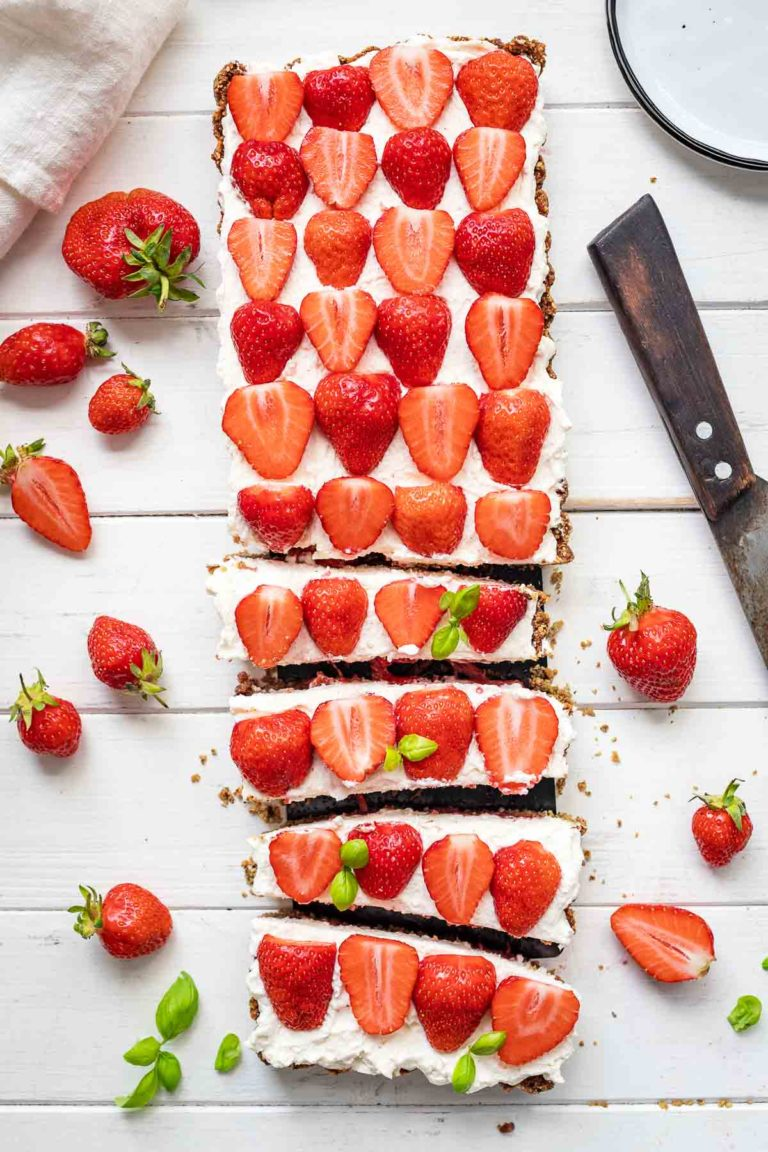 Strawberry Tart with Mascarpone Cream (gluten-free)
