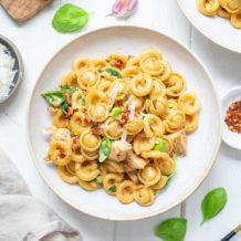 Cajun Hähnchen-Pasta mit Crème Fraîche und Spinat