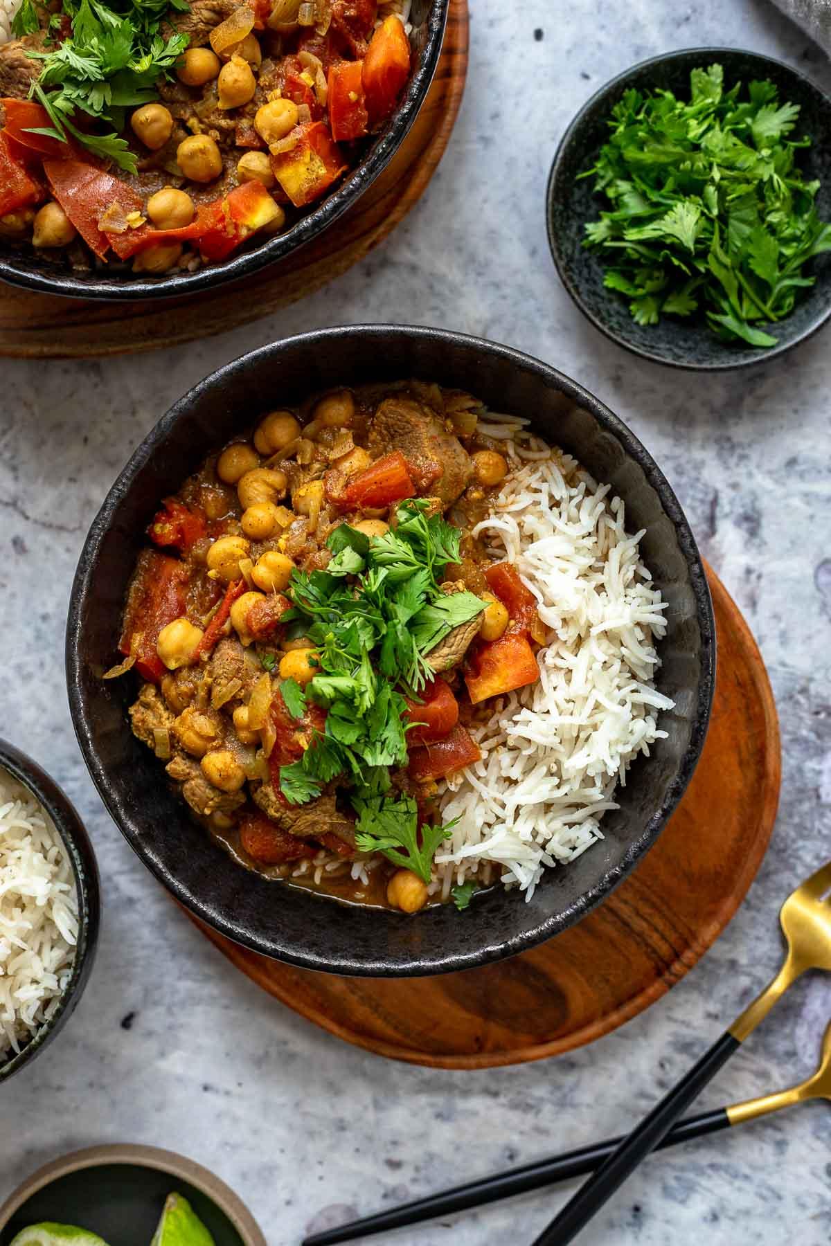 Lamm Curry mit Kichererbsen, Erbsen und Tomaten