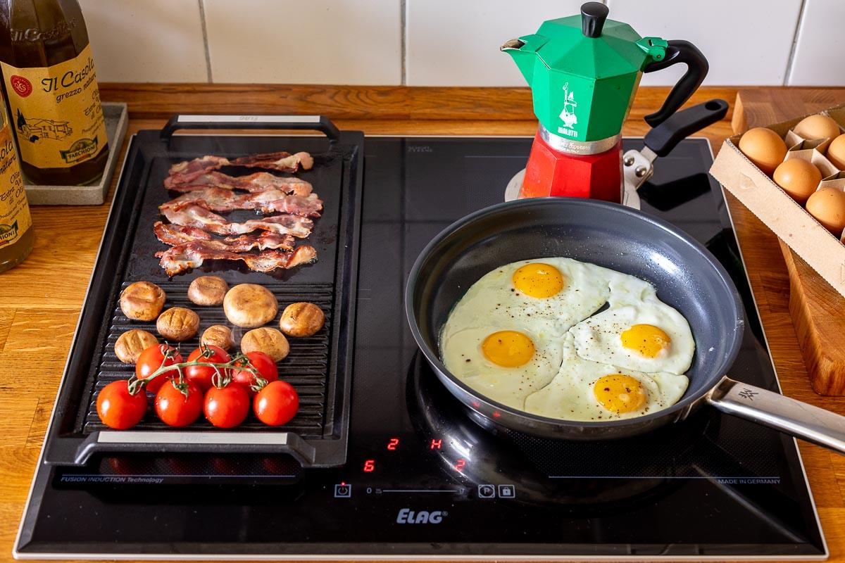 Frühstuck vorbereiten auf dem Induktionskochfeld