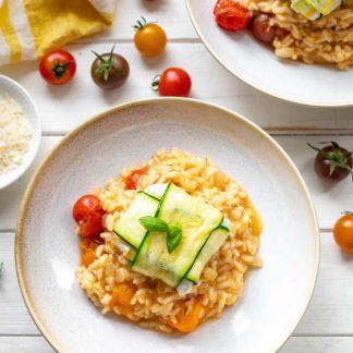 Tomatenrisotto Rezept mit frischen Tomaten & Zucchini-Ziegenkäse-Päckchen