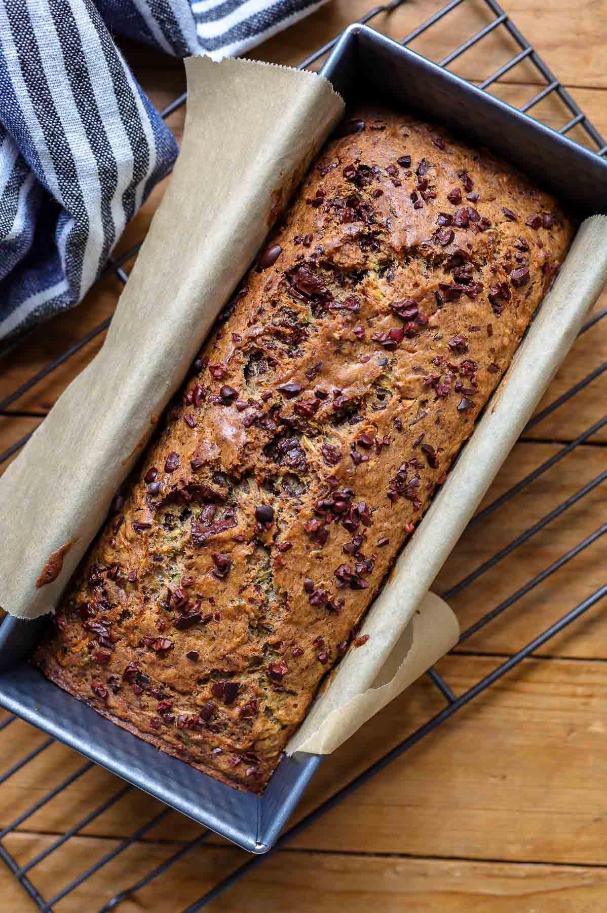 Zucchinikuchen mit Vollkorn-Dinkelmehl und Schokoladen, Gesundes Rezept