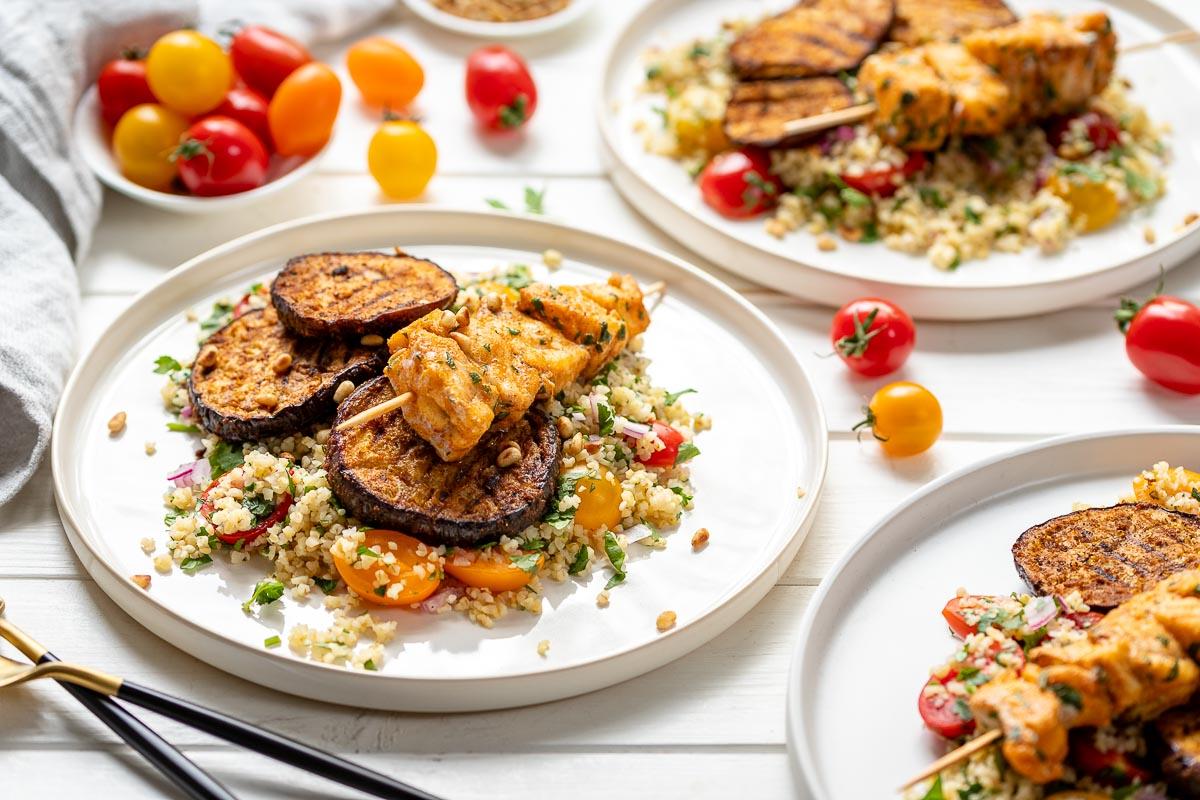 Aubergine & Fisch-Spieße Bulgur Salat