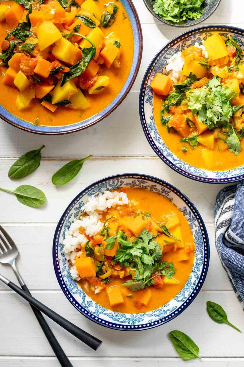 Kartoffel-Curry-Eintopf mit Kokos und Spinat
