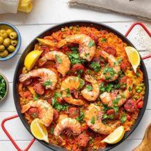 Paella mit Garnelen und Chorizo