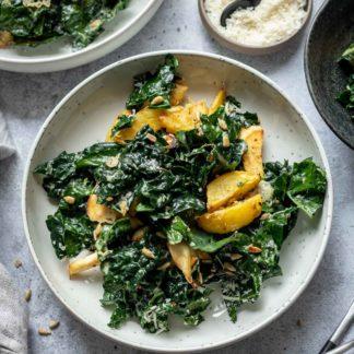 Herbstsalat mit Schwarzkohl, Kartoffeln und Sonnenblumenbutter-Dressing