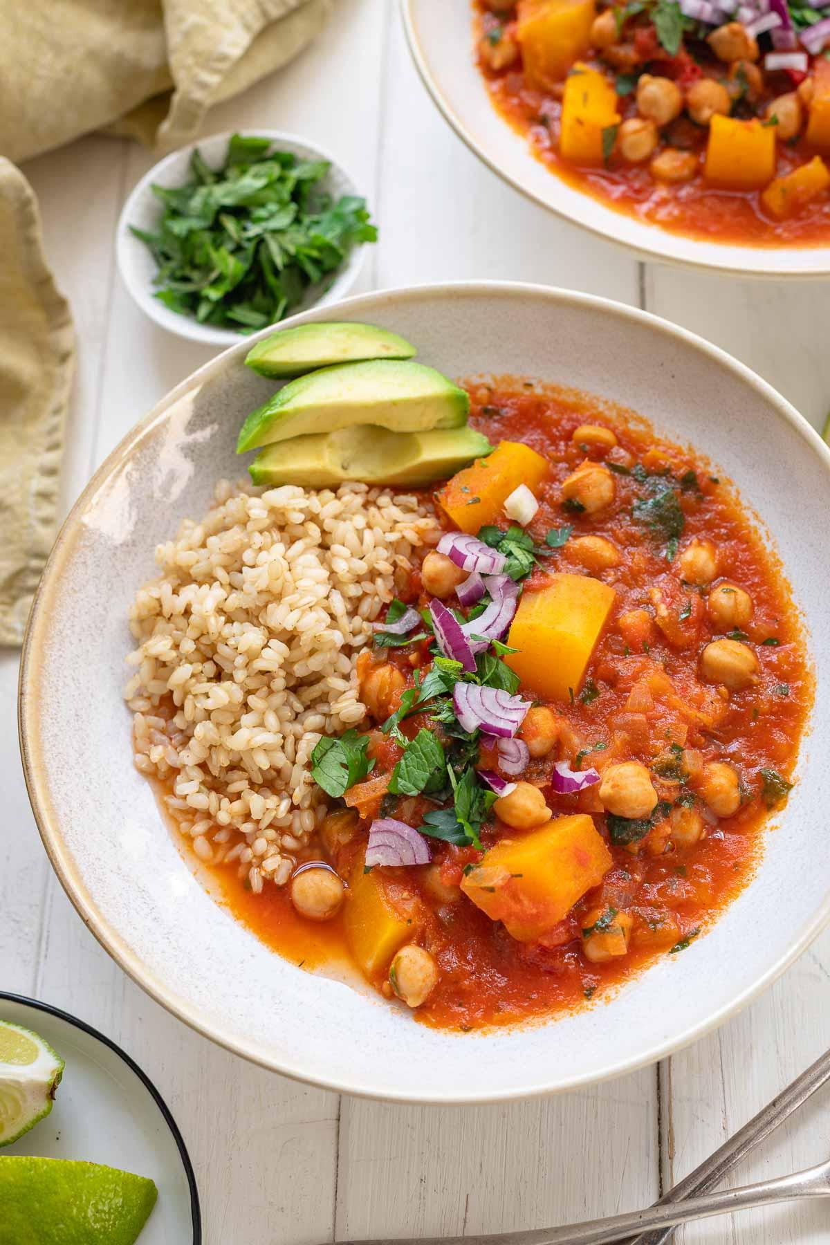 Butternuss-Kürbiseintopf mit Kichererbsen, vegetarisches Rezept mit Reis