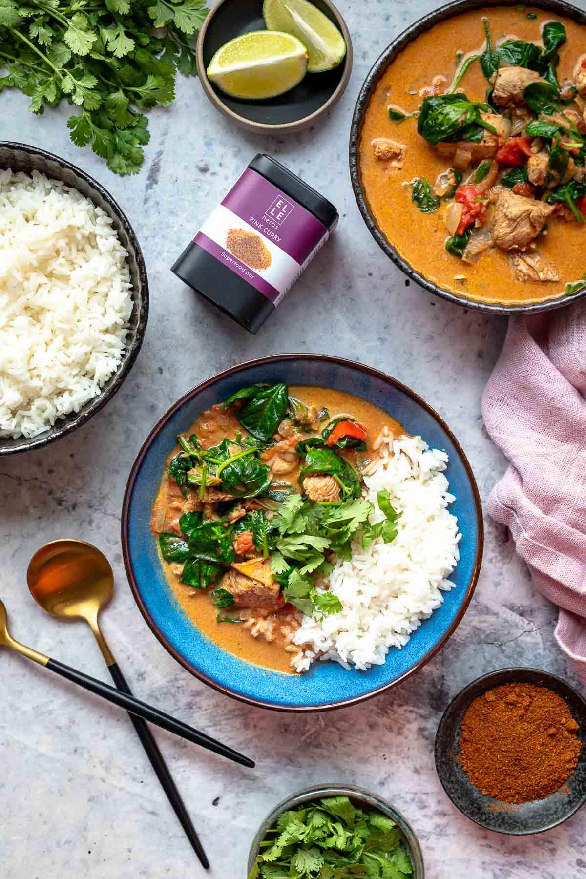 Einfaches Hähnchen Pink Curry Rezept von Elle Herbs (Mild)