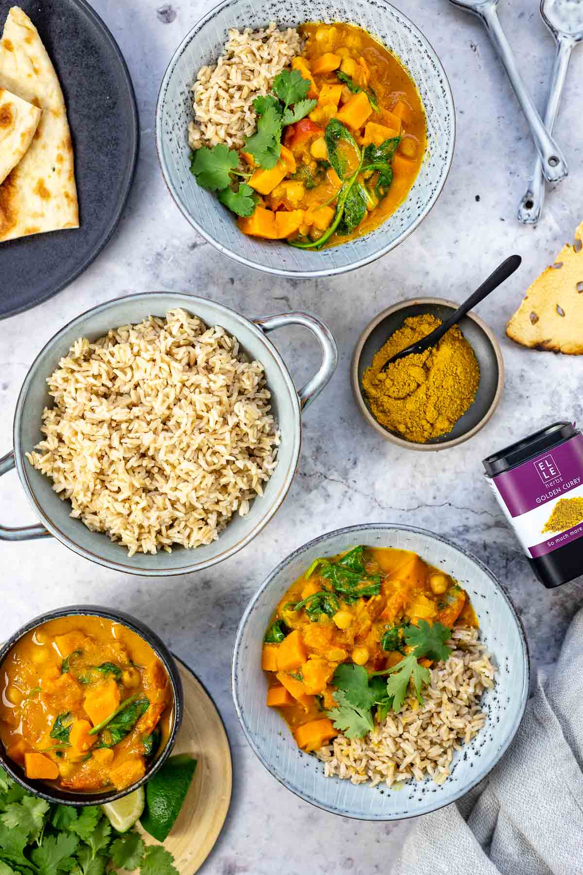 This easy sweet potato curry with chickpeas and spinach makes the perfect healthy, plat-based meal. It is the perfect blend of flavours and is excellent as leftovers! Elle Herbs Golden Curry Gewürz