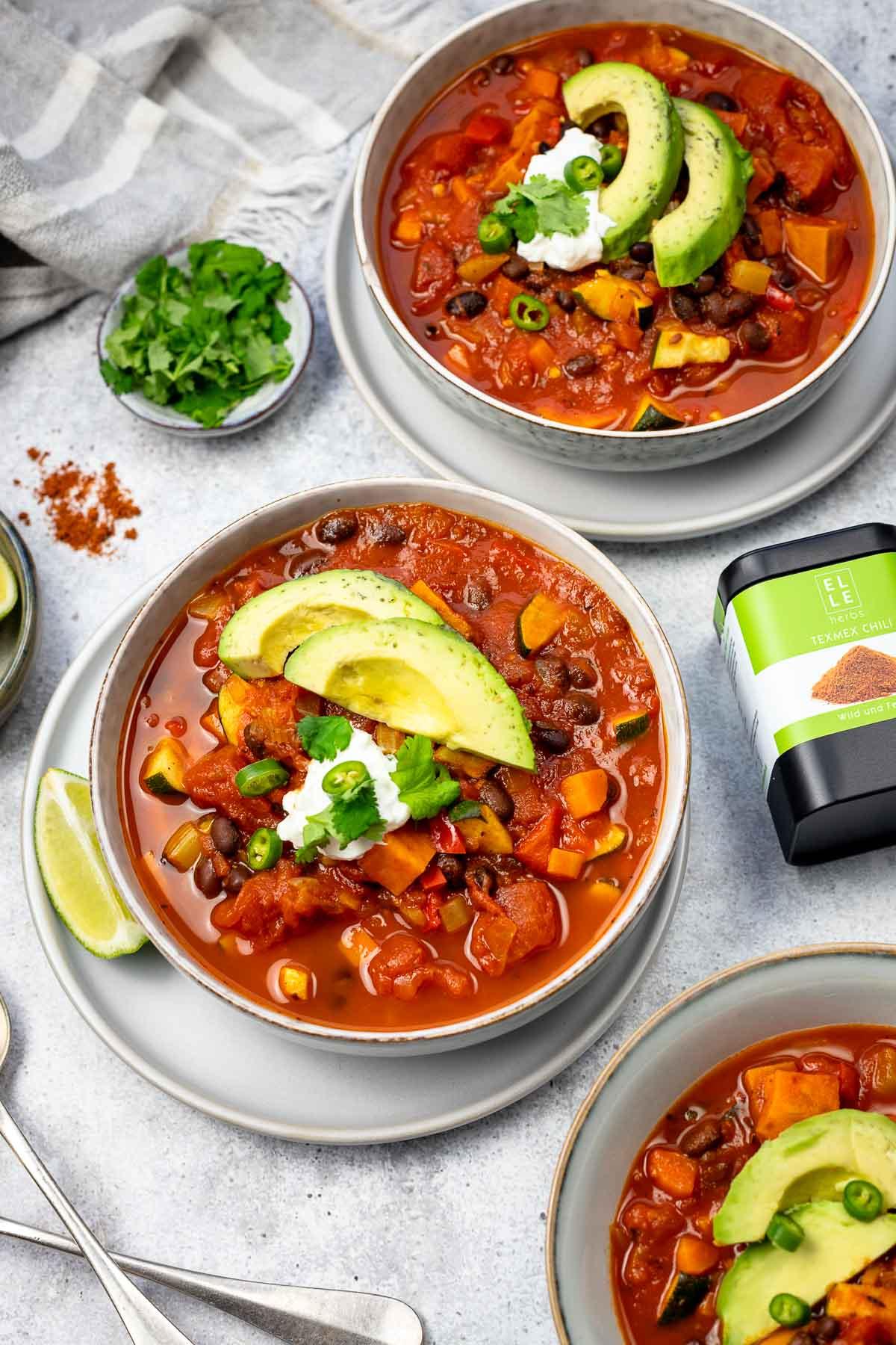 Vegetarisches Chili mit schwarzen Bohnen Rezept mit Elle Herbs
