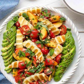Grillsalat mit Halloumi, Nektarine und Tomaten