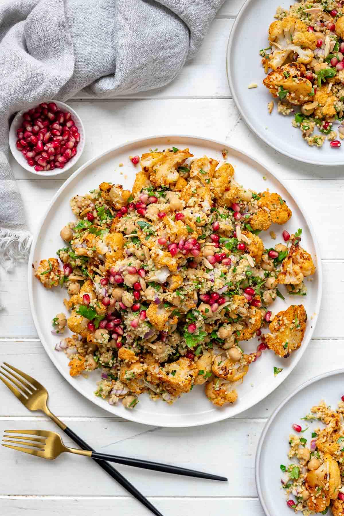 Gerösteter Harissa-Blumenkohl mit Kichererbsen & Hirse Rezept