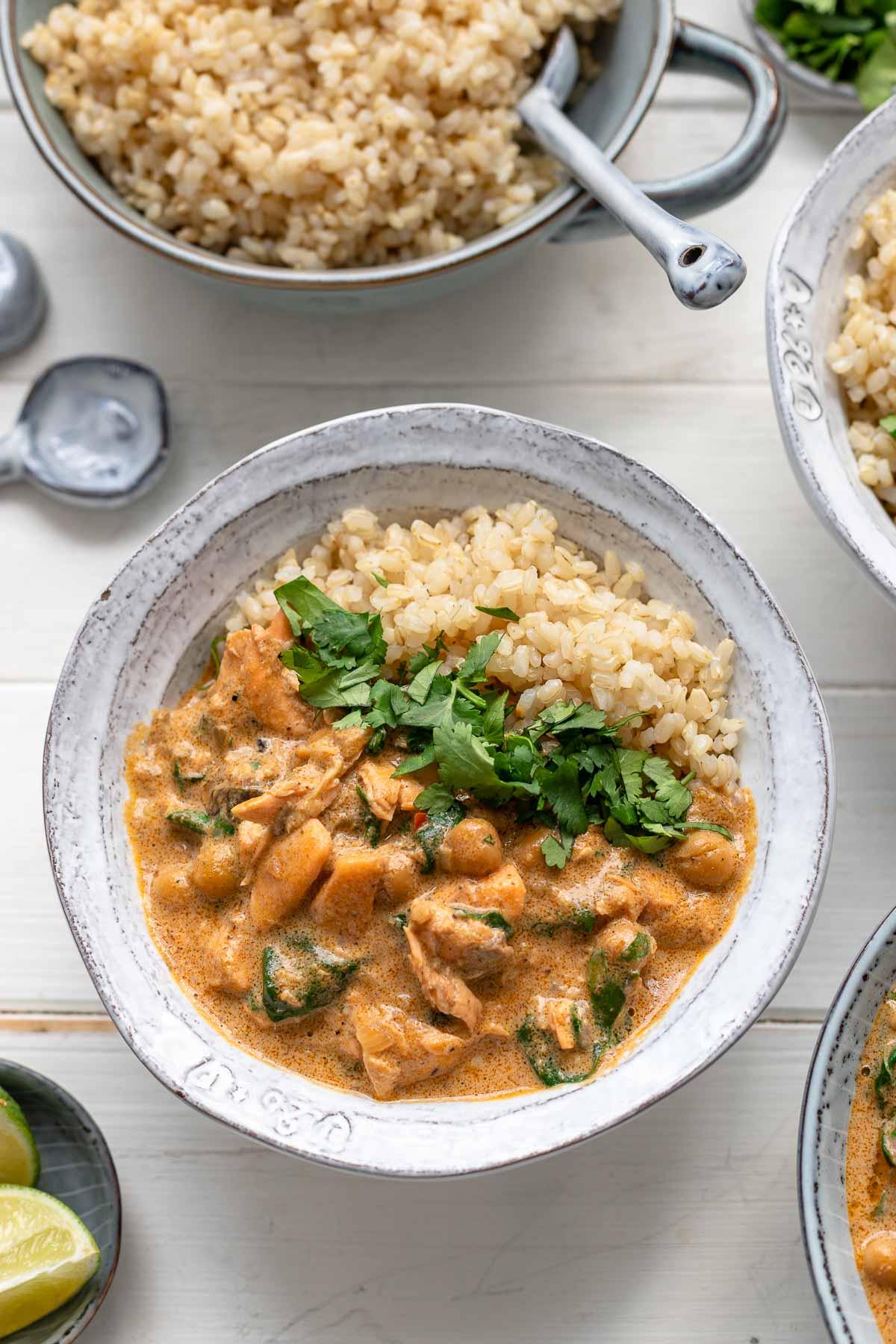 Lachs-Kokos-Curry mit Spinat und Kichererbsen Rezept
