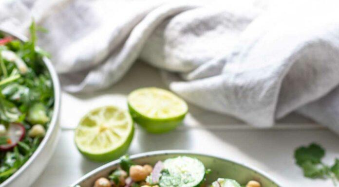 Gurkensalat mit Feta und Kichererbsen