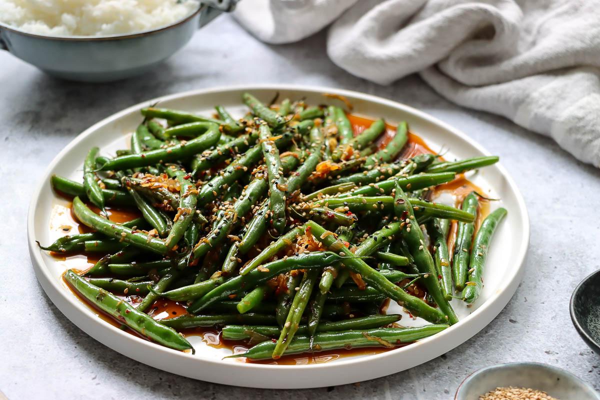 Gebratene grüne Bohnen von der Wokpfanne