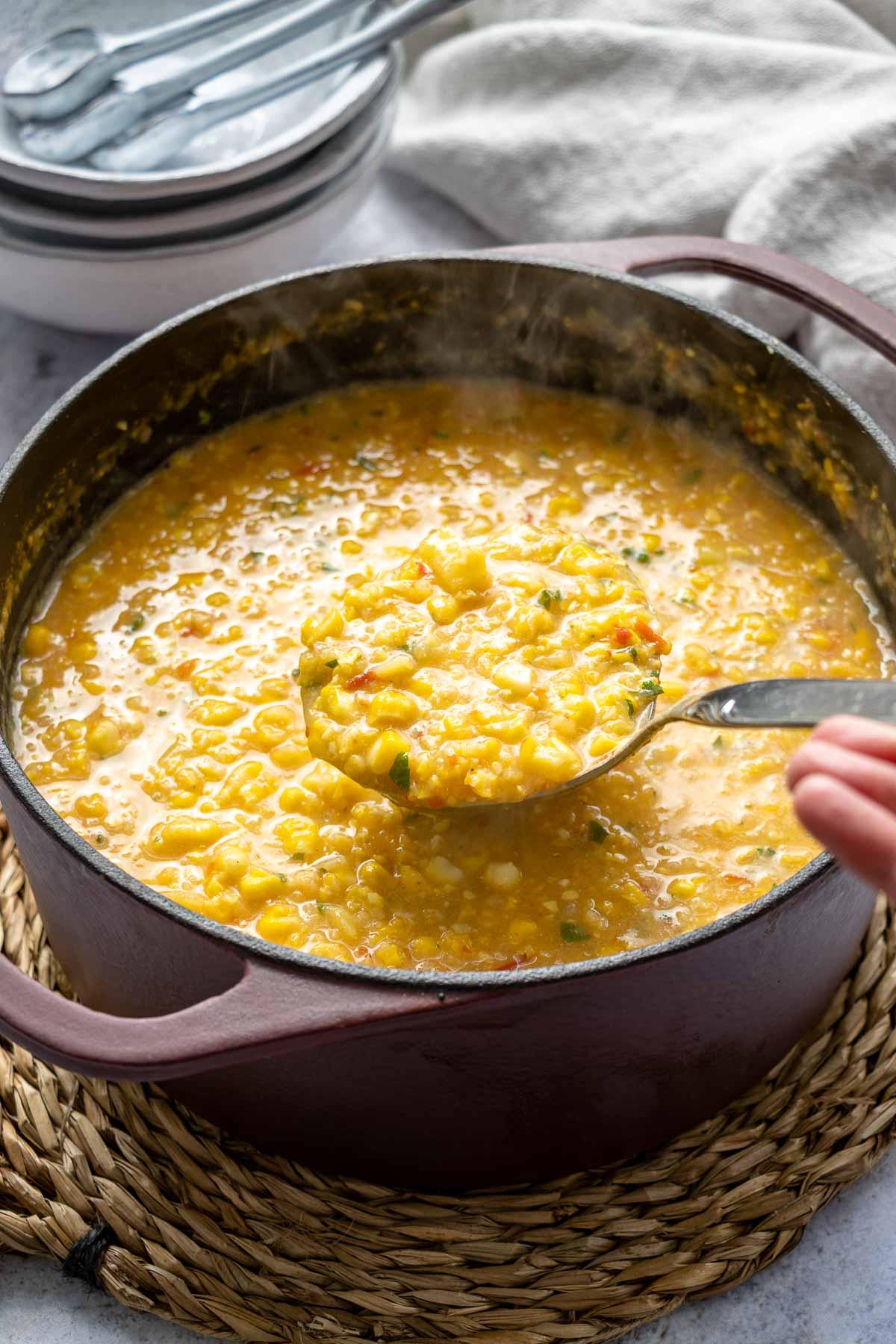 Topf mit Mais-Suppe